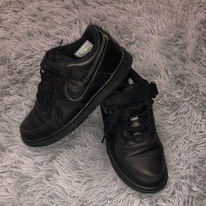 Black Nike shoes 4.5 youth